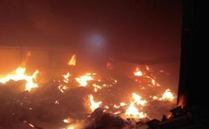 Un incendio calcina una fábrica de calzado en Cehegín