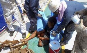 Un joven indonesio sobrevive 48 días a la deriva en una trampa flotante para peces