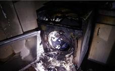 Arde la galería de una vivienda de madrugada en Cieza