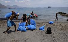 Las brigadas de limpieza retiran casi 83 toneladas de basura de los espacios naturales de la Región