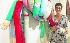 La profesora Eva Santos expone 'Tiempo anudado' en el Muram