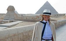 Melania Trump pasea entre las pirámides en Egipto