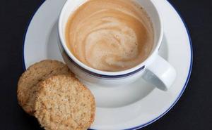 Por qué desayunar café a primera hora de la mañana es un error que no deberías cometer