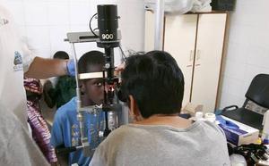 Llevan a Senegal gafas montadas en la Facultad de Óptica y Optometría de la UMU