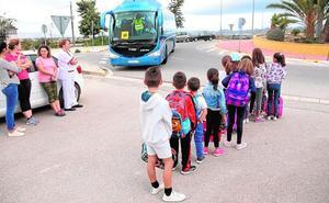 El bus escolar de Campillo se estrena con 57 niños