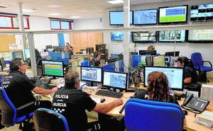 La sala del 092 controla ya, en fase de pruebas, el día a día en El Carmen
