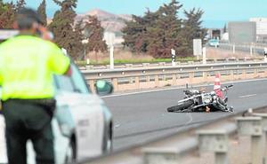 Fallece un motorista tras colisionar con un turismo en la autovía de La Manga