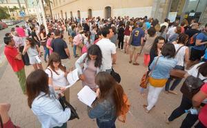 Educación estudiará un incremento de su oferta inicial de mil plazas de maestro