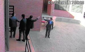El Gobierno regional pide «expulsar» a López de la política por su «violencia»