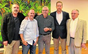 Brindis de novelistas en la UMU con Tristante, Sánchez y Moyano