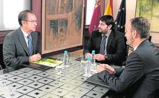 Murcia acoge un encuentro mundial sobre la industria de la fruta de hueso