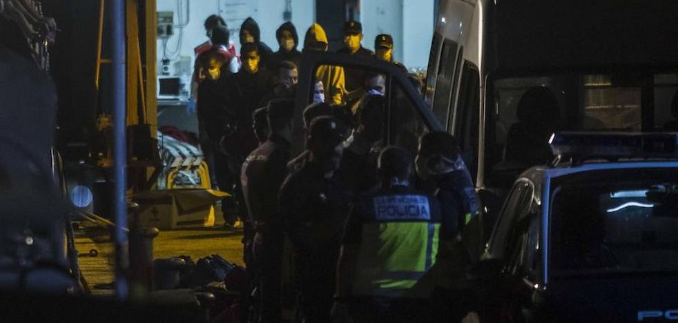 Llegan otros 59 argelinos en cinco pateras a Cartagena