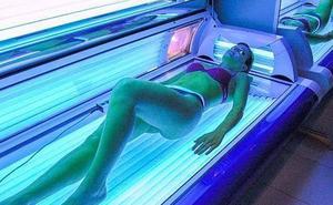 Recomiendan prohibir las cabinas de rayos UV por su relación con el cáncer