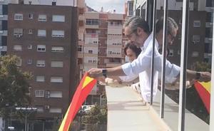 Peñalver ordena retirar una bandera de España colocada por el PP en la Asamblea