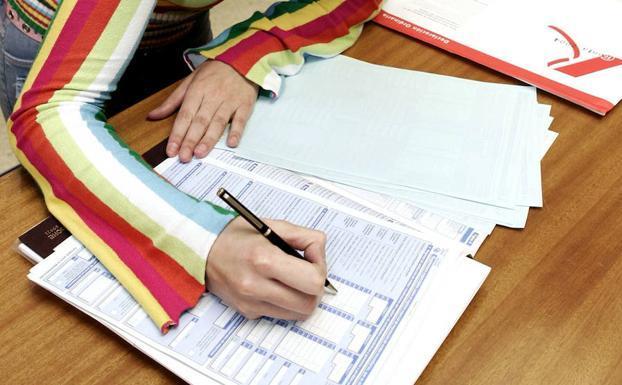 Hacienda prepara un formulario para la devolución del IRPF por la baja de maternidad o paternidad