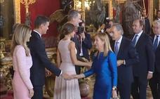 El error de protocolo de Pedro Sánchez y su mujer durante el besamanos con los Reyes