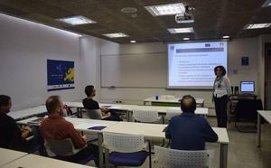 59 murcianos ya han recibido la ayuda de hasta 1.200 euros para empezar a trabajar en el extranjero