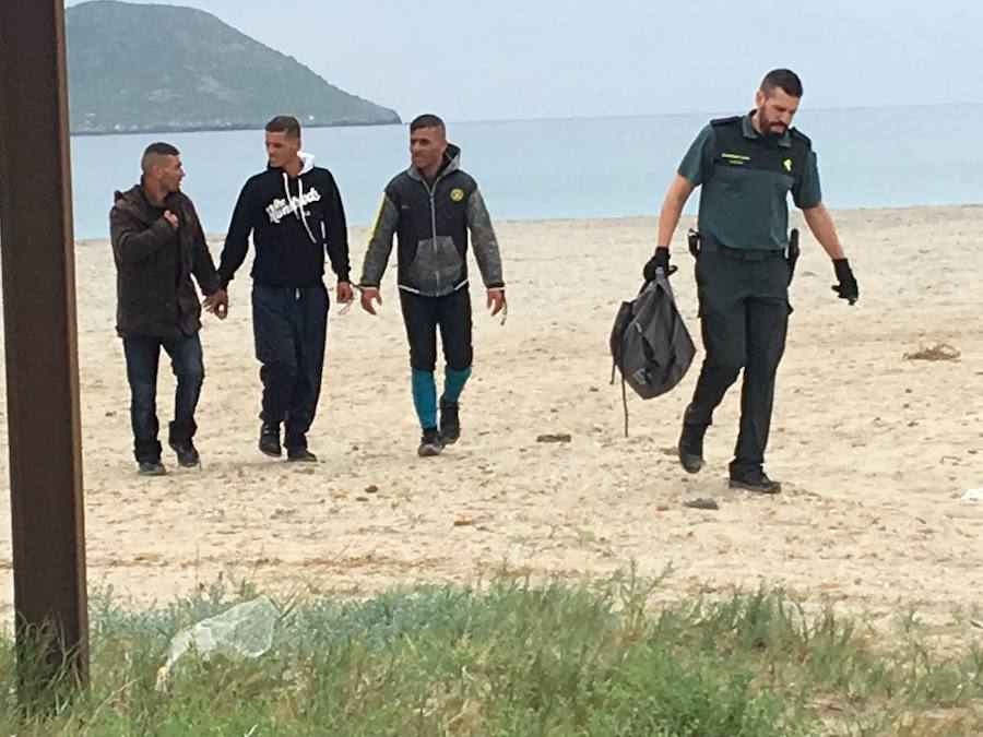 Otra patera en La Manga eleva a 35 los inmigrantes llegados a las costas de la Región en 24 horas