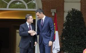 Sánchez promete a Page doblar la capacidad de las desaladoras en 2021 para «suavizar» el Trasvase