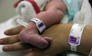 La Región de Murcia, pionera en introducir por ley el contacto piel con piel tras el nacimiento