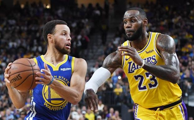 Stephen Curry y LeBron James, en uno de los duelos de pretemporada entre Warriors y Lakers. /Ethan Miller (Afp)