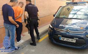 Arrestado en Murcia tras ser grabado robando la caja registradora y portátiles en un establecimiento