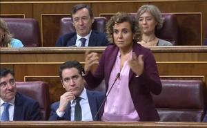 Waterloo, prostitutas y una herriko taberna: la pregunta de Dolors Montserrat a Carmen Calvo