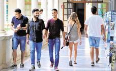 Siete de cada diez estudiantes de la UMU consiguen un empleo tres años después de finalizar los estudios