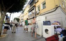 López Miras confirma que las familias en riesgo de desahucio recibirán 400 euros durante tres años para pagar el alquiler