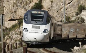 El tren híbrido sufre su primera avería, con 70 minutos de retraso