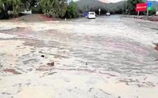 Las primeras lluvias dejan ramblas desbordadas y carreteras cortadas