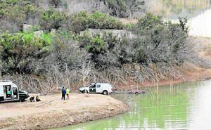Los GEAS buscan en el pantano al desaparecido en Casas Nuevas