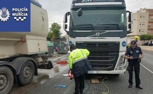 Herida grave una ciclista de 59 años atropellada por un camión en Cobatillas