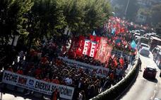 Miles de personas se manifiestan en A Coruña contra el cierre de Alcoa