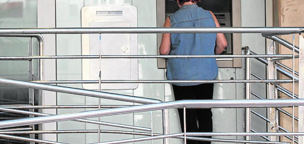 Los bancos pagarán más por instalar y mantener cajeros automáticos de sus oficinas en la calle