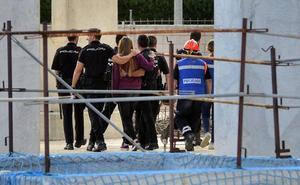 A salvo la joven que amenazaba con tirarse desde el último piso de un edificio abandonado de Espinardo