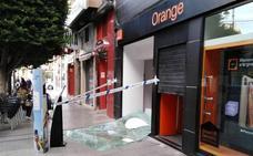 Un grupo de 'aluniceros' se lleva 7.000 euros en móviles de una tienda de Alcantarilla