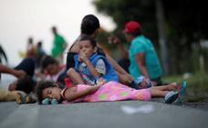 El agotamiento y las enfermedades merman la caravana de migrantes
