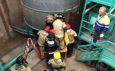 Un hombre, herido grave tras caer a un silo de almendra en Sangonera la Seca