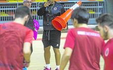 «Voy a estar aquí mucho tiempo, como entrenador o dentro del club»