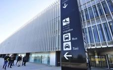 Los taxistas de Murcia barajan cobrar 29 euros de tarifa plana por los servicios al aeropuerto