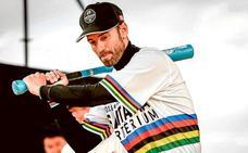Valverde disfruta, se relaja y gana en el final de curso