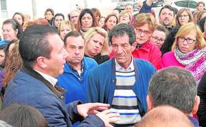 Más de 200 trabajadores de Cofrusa se movilizan para evitar su clausura