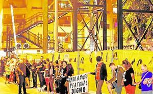 La Plataforma rechaza las pasarelas y exige a Adif que no cierre los pasos a nivel