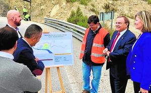 Mejoran el firme de la carretera que conecta el casco urbano de Blanca con la A-30