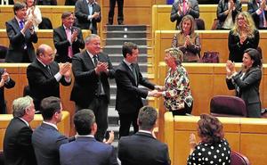 Casado saluda la vuelta al PP de la senadora Pilar Barreiro