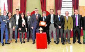 El Murcia Club de Tenis exhibe su primer gran título