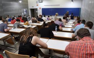 Los sindicatos denuncian retrasos y exigen concretar ya la oferta de plazas de maestro