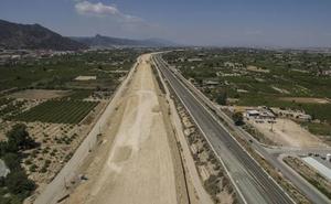 La CHS multa a la constructora encargada de la autovía del Reguerón por usar agua de riego