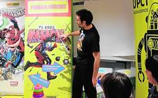 El dibujante Salva Espín visita a los niños de La Arrixaca con la UPCT